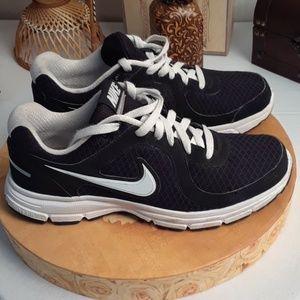 a71ede831558 Nike Shoes - Black Nike Air relentless